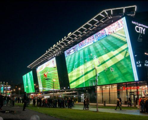 большие led экраны на трансляции спортивного матча