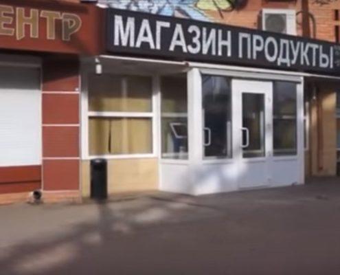 светодиодные строки на фасаде магазина