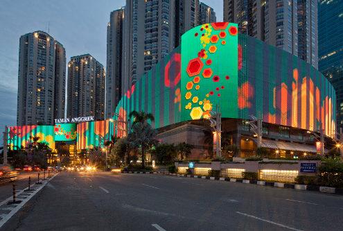 led фасад торгового центра