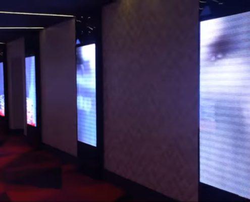 фае кинотеатра - большой медиаэкран