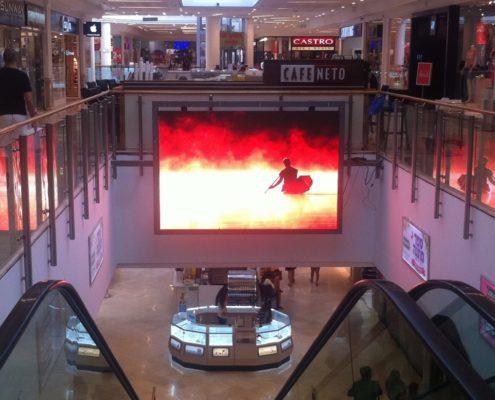 большой внутренний led экран